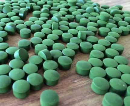 grüne Tabletten zur Stärkung des Immunsystems