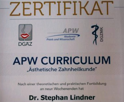 APW-Zertifikat für ästhetische Zahnheilkunde für Dr. Lindner